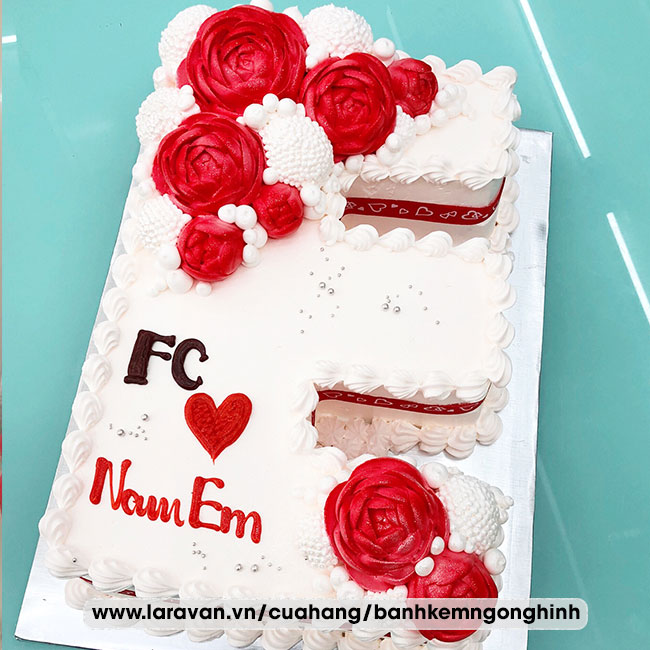 Bánh kem sinh nhật tạo hình chữ tên người nổi tiếng