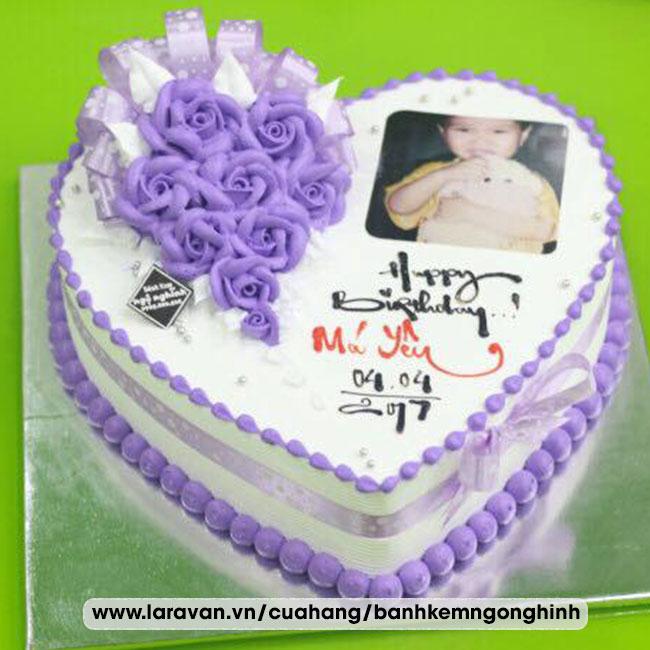 Bánh kem sinh nhật in hình bắt hoa hồng xanh đẹp mắt tặng má