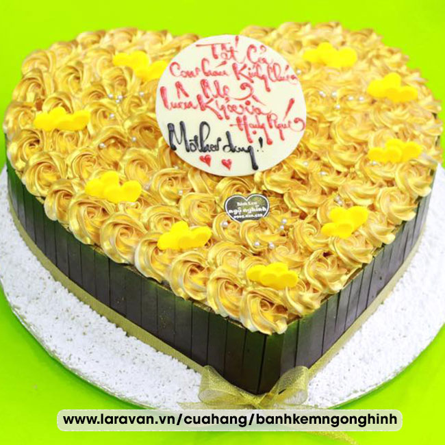 Bánh kem sinh nhật trái tim mạ vàng sang trọng tặng mẹ
