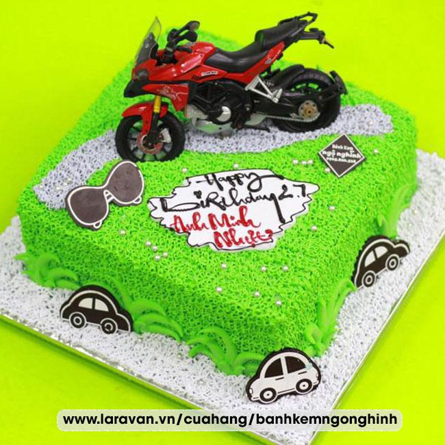 Bánh kem sinh nhật gắn hình xe môtô tặng nam độc lạ
