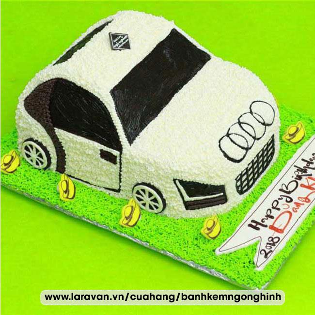 Bánh kem sinh nhật tạo hình siêu xe, xe đua